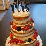 Semi naked cake met fruit